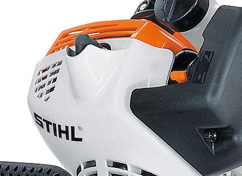 Geschützte Zündkerzenabdeckung  Die ins Gehäuse integrierte Zündkerzenabdeckung schützt den Motor vor Beschädigungen. (Abb. ähnlich)