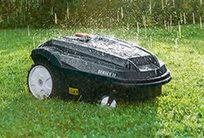 Der wetterfeste MOWiT ist selbst dann noch einsatzbereit, wenn sich jeder Rasenpfleger lieber ins Trockene verzieht. Sein doppelwandiges Gehäuse schützt seine wichtigsten Komponenten: Elektronik, Batterie und Motor. Langlebigkeit und Zuverlässigkeit sind garantiert.
