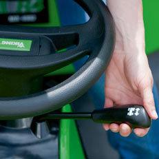 innovative Vorwärts-/Rückwärts-Umschaltung  Einfacher geht's nicht: 1-Pedal-Fahrbetrieb und komfortables Umschalten zwischen Vorwärts- und Rückwärtsgang mit dem Handhebel