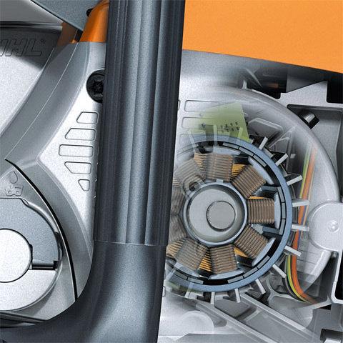 Zweihandbedienung  Das ergonomisch geformte Griffrohr und der komfortable hintere Bediengriff mit Weichkomponente ermöglichen ein angenehmes, Kräfte schonendes und sicheres Arbeiten in allen Lagen.
