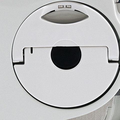 STIHL Kettenschnellspannung (B)  Das STIHL Kettenschnellspannsystem (B) macht das Spannen der Sägekette ganz einfach. Nach dem Lockern der Verschraubung des Kettenraddeckels lässt sich die Sägekette mit dem darüberliegenden Stellrad einfach und schnell spannen. Werkzeug wird dazu nicht benötigt.