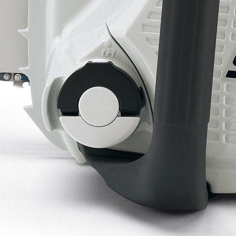 Bediengriff  Die schwarze Weichkomponente am hinteren Bediengriff sorgt für einen sicheren und festen Griff in allen Arbeitslagen. Der Schalthebel ist über den seitlichen Sperrknopf zu entriegeln.
