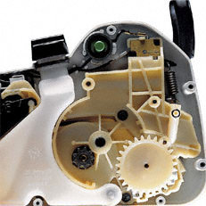 Überlastungsschutz: Schaltet den Motor bei drohender Überhitzung aus, z.B. bei zu starkem Vorschubdruck oder wenn die Schneidgarnitur im Holz festklemmt.