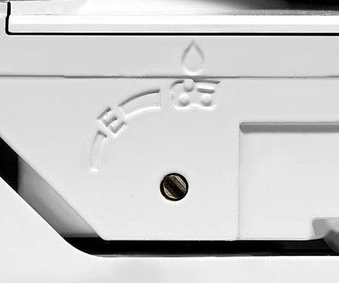 Einhebelbedienung  Die Funktionen der Maschine, wie Kalt- und Warmstart, Betrieb und Stop, werden über einen einzigen Hebel gesteuert. Das macht die Bedienung besonders komfortabel und sicher, weil die rechte Hand immer am Griff bleiben kann. (Abb. ähnlich)