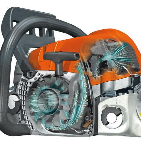 STIHL 2-MIX-Motor Zoom STIHL 2-MIX-Motor  Der Zweitaktmotor mit STIHL 2-MIX-Technik spart bis zu 20 % Kraftstoff und reduziert Abgase um bis zu 70 % im Vergleich zu leistungsgleichen STIHL Zweitaktmotoren ohne 2-MIX-Technik.