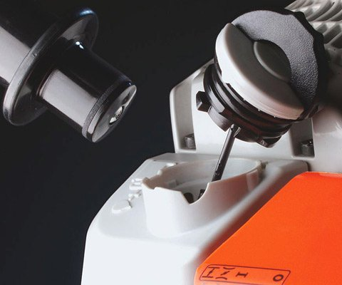 Werkzeugloser Tankverschluss  Patentierte Spezialverschlüsse für Kraftstoff- und Öltank. Die Tanks der damit ausgestatteten Motorgeräte lassen sich schnell, ohne Kraftaufwand und ohne Werkzeug öffnen und wieder verschliessen. (Abb. ähnlich)