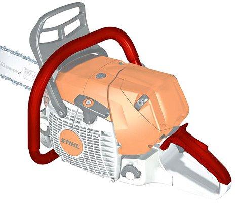 Elektrische Griffheizung (W)  Damit Anwender auch im Winter ihre Motorsäge fest im Griff haben, sorgt die elektrische Griffheizung (W) für hohe Bediensicherheit. Wartungs- und verschleißfreie Heizfolien in Griffrohr und hinterem Handgriff sind bei Bedarf zuschaltbar und halten die Griffe wärmer und trockener. (Abb. ähnlich)