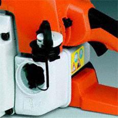 Werkzeugloser Tankverschluss: Patentierte Spezialverschlüsse für Kraftstoff- und Öltank. Die Tanks der damit ausgestatteten Motorgeräte lassen sich schnell, ohne Kraftaufwand und ohne Werkzeug öffnen und wieder verschliessen.(Abb. ähnlich)