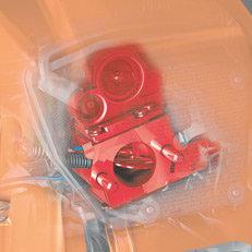 Vergaserheizung (V): Störungsfrei arbeiten – auch bei frostigen Temperaturen: Die Vergaserheizung (V) mit temperaturabhängiger Ein- und Ausschalt-Steuerung verhindert ein Vereisen des Vergasers im Winterbetrieb. (Abb. ähnlich)