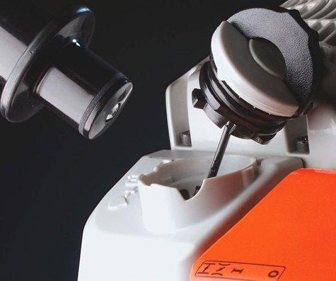 STIHL Antivibrationssystem  Starke Vibrationen an den Griffstellen von Motorgeräten können längerfristig zu Durchblutungsstörungen in Händen und Armen führen. STIHL hat deshalb ein hochwertiges Antivibrationssystem entwickelt. Bei Motorgeräten mit AV-System werden an den Griffstellen die Schwingungen, die vom Motor und dem Arbeitswerkzeug erzeugt werden, deutlich reduziert. (Abb. ähnlich)