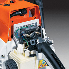 Elektrische Griffheizung (W): Mehr Komfort und Bediensicherheit bei kalter Witterung. Die Griffheizung (W) kann bei Bedarf zugeschaltet werden.