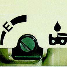 Mengenregulierbare Ölpumpe: Erlaubt eine genaue, bedarfsabhängige Ölmengenförderung. Die E-Markierung gewährleistet eine in jedem Fall ausreichende Ölmenge. Profis dosieren feiner. Eine Reduzierung der Ölfördermenge bis zu 50% ist möglich. Abb. ähnlich