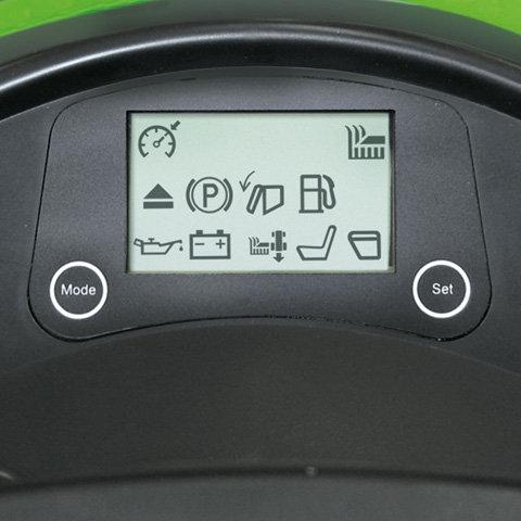 LCD-Display  Das LCD-Display ist für das Anzeigen folgender Funktionen ausgelegt: Betriebsstunden, Batteriespannung, Grasfangkorb funktionsbereit, Tank Füllstand, Öldruckkontrolle, Füllstand Grasfangkorb, Fahrer am Sitz, Mähwerkzuschaltung, Tempomat, Programmierung, elektromagnetische Messerkupplung, Fehlerausgabe.