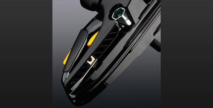 Integrierter Kombischlüssel Praktische Haltevorrichtung für den Kombischlüssel im hinteren Handgriff. So haben Sie Ihr Werkzeug immer griffbereit.