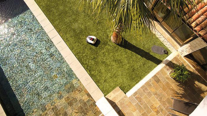 Zonenmanagement  Miimo ist praktisch für jeden Garten geeignet – egal wie komplex. Er umfährt problemlos Teiche, Beete, schmale Durchgänge, Pools und Bäume. Auch wenn Miimo in der Regel den Mähvorgang von der Ladestation aus startet, können mehrere Startpunkte für ein optimales Mähergebnis festgelegt werden.