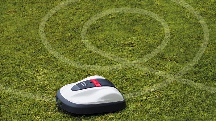 Einstellung von Mähzeit und Mähmuster  Miimo kann je nach Jahreszeit und Zustand des Rasens automatisch das Mähverhalten anpassen und mäht öfter, wenn der Rasen schneller wächst. Wenn er einen Bereich mit dichterem Rasen erkennt, passt er das Mähmuster an und nutzt ein enges Spiralmuster.