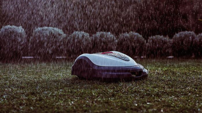 Regenfest  Miimo-Rasenmäher sind komplett wasserfest und können bei jedem Wetter eingesetzt werden.