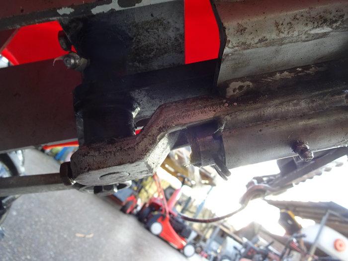 Entscheidend für längere Haltbarkeit - Mähbalkenaufnahme und Messer-Antriebsschwinge mit Schmiernippel gezielt abschmierbar