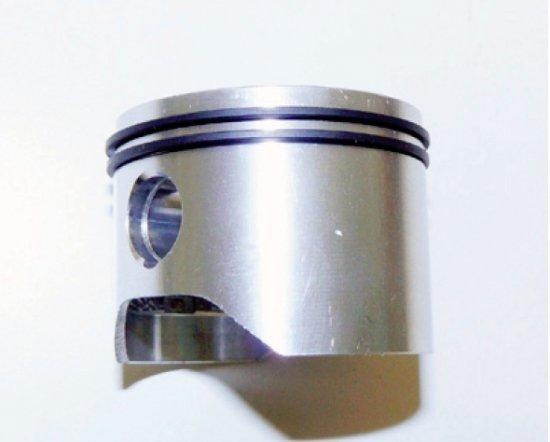 Klares Profi-Niveau: Einstellbare Ölpumpe aus Aluminium und keinen Ölaustritt im unteren Drehzahlbereich. Umweltschonend durch geringeren Verbrauch wird die Anwendung bei verschiedenen Schnittlängen und -Stärken optimiert