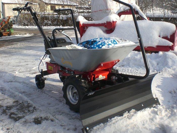 Gebrauchte                                          Schneeräumer:                     Eurosystems - Motorschubkarren Carry mit Schneeräumschild und Schneeketten (gebraucht)
