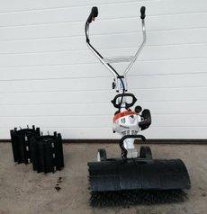 Gebrauchte  Gartentechnik: Stihl - MultiMotor/ Kehrwalze/ Kehrbürste MM 55 190008 (gebraucht)