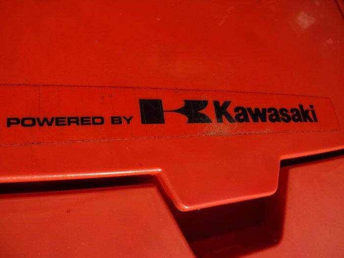 Heute haben die 418 er Rider leider nur noch die deutlich billigeren und minderwertigeren Briggs Motoren - im Gegenstaz dazu ist die hier angebotene Maschine noch POWERED BY KAWASAKI >=>= 100% professionell motorisiert