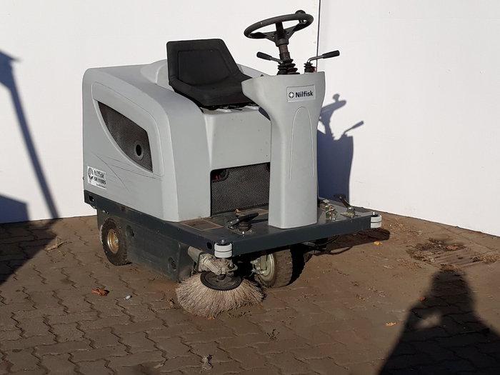 Gebrauchte                                          Kehrmaschinen:                     Nilfisk - Nilfisk Kehrmaschine SR/1100 S (gebraucht)