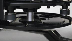 GEDÄMPFTE MOTORAUFHÄNGUNG Spezielle Puff er sorgen dafür, dass die Vibrationen während des Fahrens und Mähens deutlich reduziert werden.