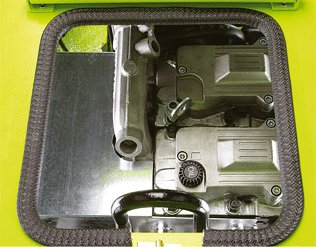 Der starke Haken ist im Rahmen integriert und erlaubt ein leichtes Bewegen des Stromerzeugers.