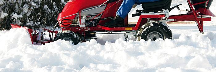komplette Winterdienstausstattung -  Dank der vielen Anbaumöglichkeiten, ist der ECHOTRAK auch für den Winterdienst geeignet: Schnee kehren, Schnee räumen, streuen mit Sand, Split, Salz.