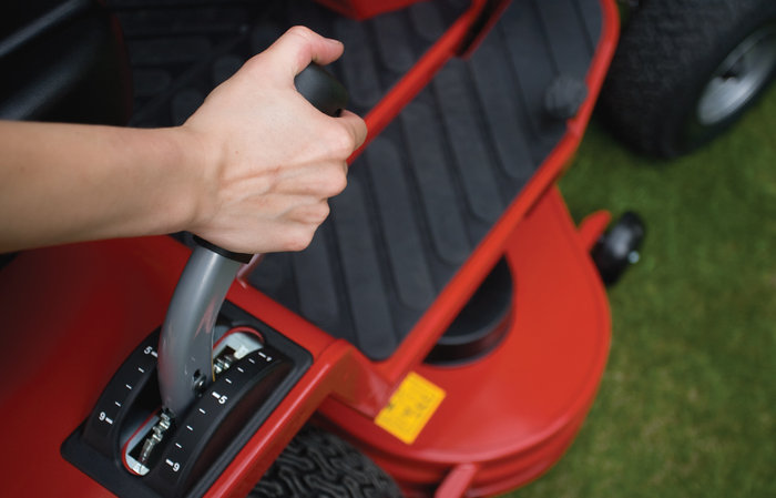 leichte Mähwerksaushebung -  Die extrem leichtgängige Mähwerksaushebung bedienen Sie mit nur einem Handgriff.