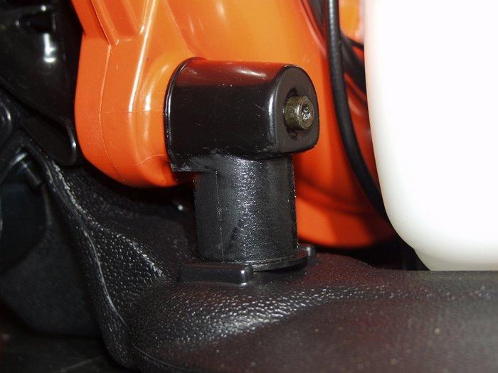 Der mehrfach in Gummidämpfern gelagerte Motorblock reduziert die Vibrationen und macht das Arbeiten angenehm.