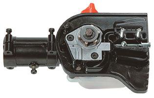 Sicher geschmiert     wird die Kette über die automatische Kettenschmierung.     Der Antrieb erfolgt über eine unempfindliche Welle (kein Schneckengetriebe).      Die Ölmenge lässt sich je nach Einsatzbedingung anpassen.