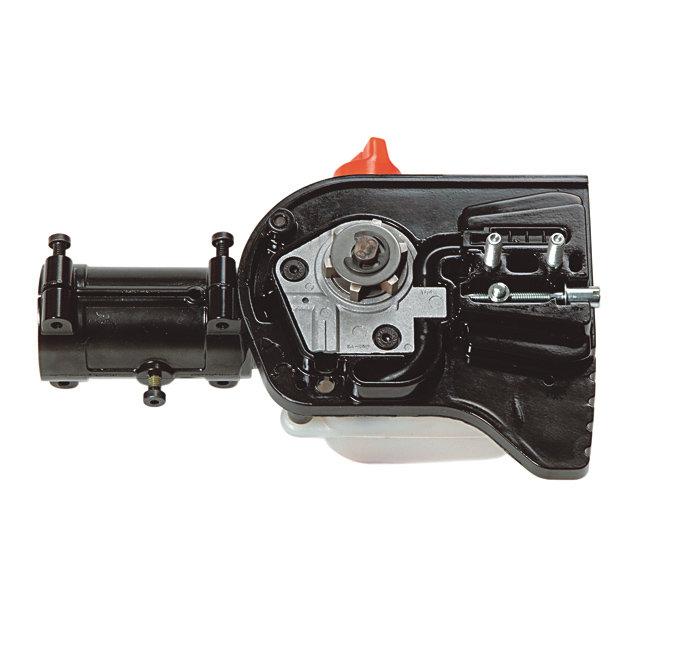 automatische Kettenschmierung -  Der Öltank ist vorne mit einer Metall- Hochentaster Verkleidung (gegen den Ast) vor Beschädigungen geschützt. Er ist groß dimensioniert, so dass er über eine Benzintankfüllung hinweg Kettenöl liefert. Die automatische Kettenschmierung wird über eine unempfindliche Welle angetrieben (kein Schneckengetriebe)