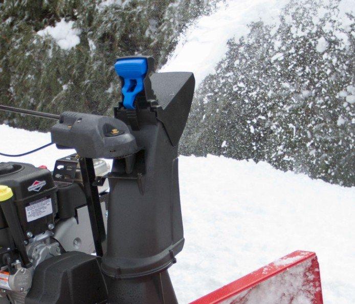 Verriegelndes Zip-Ablenkblech: Einfach Einstellen und in dem Winkel arretieren, in dem Sie Schnee auswerfen wollen.