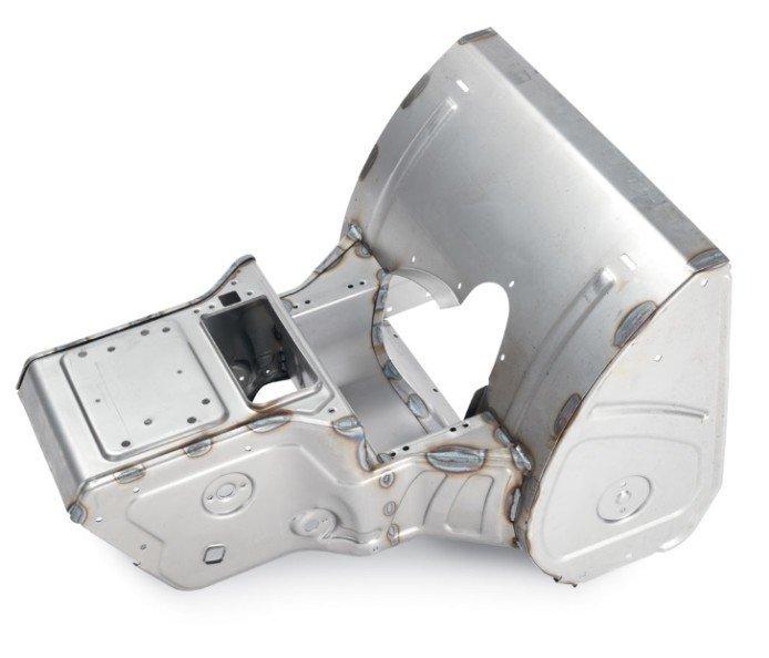 Haltbarer Rahmen aus einem Stück Haltbarkeit beginnt im Kern. Die Power Max verwendet einen massiven aus einem Stück geformten Rahmen, der beste Stärke bietet und aus dem gleichen dicken Stahl wie die Power Max HD gefertigt ist. Das Gerät hat eingeschlossene Räumwerkgehäusestützen, die das Schieben des Geräts in tiefe Schneeablagerungen vereinfacht.