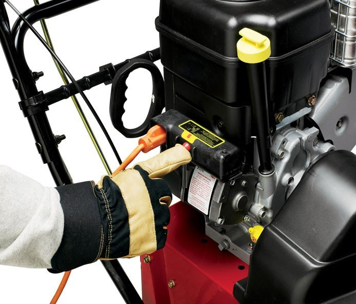 Elektrostart: Für heiße Starts an den kältesten Tagen hat jede zweistufige Schneefräse von Toro einen Elektrostart und ein Rücklaufstarter für zusätzliche Sicherheit.