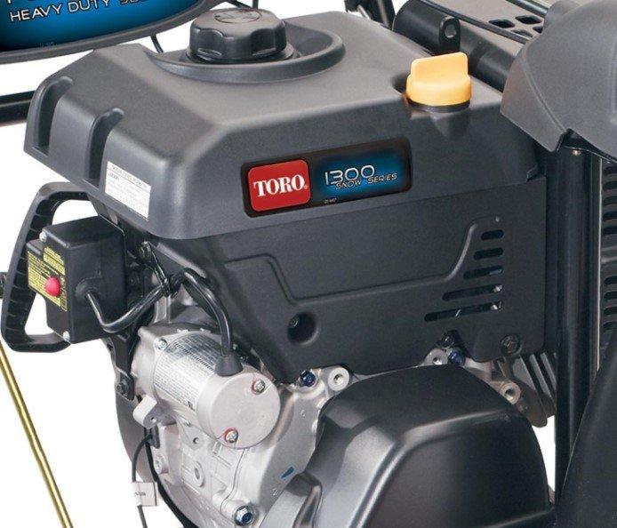 Toro Premium Viertakt-OHV-Motor: Die geräuscharmen Toro Premium Viertakt-OHV-Motoren sind zuverlässig und leistungsstark. Diese Motoren wurde genau auf die Maschinen eingestellt, die sie antreiben, und bieten optimale Leistung. Diese Motoren liefern mit unübertroffener Drehzahlreglerreaktion die gewünschte Leistung schnell.