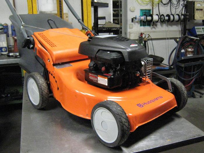 Gebrauchte                                          Benzinrasenmäher:                     HUSQVARNA - R147 (gebraucht)