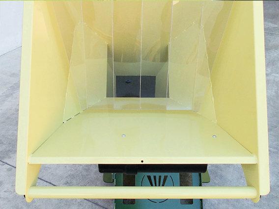 extra-großdimensionerter Zuführtrichter für komfortable, barrierefreie Beschickung