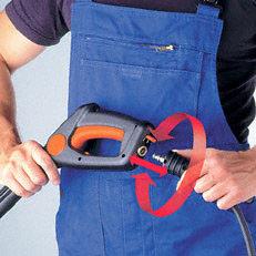 Anti-Drill- und Schnellkupplung: Die Anti-Drill sorgt dafür, dass mit verdrehten Schläuchen Schluss ist. Die Schlauchlänge ist so immer voll nutzbar. Die neuartige Schnellkupplung sorgt dafür, dass Schlauch oder Schlauchverlängerung rasch angebracht sind.