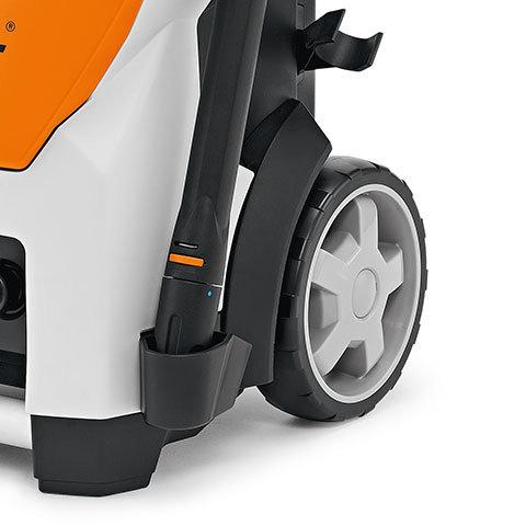 Großer Raddurchmesser  Der große Raddurchmesser verbessert die Geländefähigkeit des Hochdruckreinigers. Auch Treppen sind kein Problem.