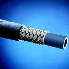 Stahlgewebeverstärkter Hochdruckschlauch: Der mit Stahlgewebe verstärkte Hochdruckschlauch ist sehr robust und auch für den Einsatz unter härtesten Bedingungen ideal.