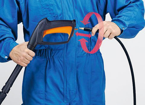 Anti-Drill- und Schnellkupplung  Die Anti-Drill sorgt dafür, dass mit verdrehten Schläuchen Schluss ist. Die Schlauchlänge ist so immer voll nutzbar. Die neuartige Schnellkupplung sorgt dafür, dass Schlauch oder Schlauchverlängerung rasch angebracht sind. (Abb. ähnlich)