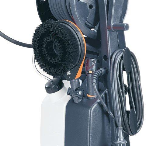 Zubehörhalter  Düsen, Strahlrohre, Schlauch sowie weiteres, serienmäßiges Zubehör finden am praktischen Zubehörhalter bequem ihren Platz. (Abb. ähnlich)