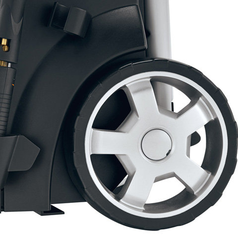 Integriertes Fahrwerk  Mit ihrem Fahrgestell lassen sich die STIHL Hochdruckreiniger auch auf engem Raum mühelos rangieren und über weite Strecken ohne Anstrengung transportieren (Abb. ähnlich).