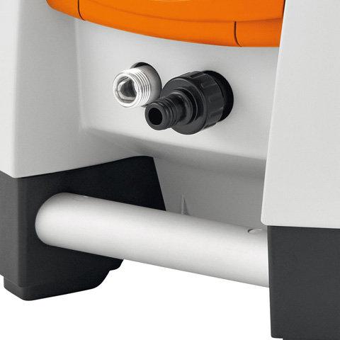 Aluminium-Transporthandgriff  Der stabile Aluminiumgriff am Gehäuse ermöglicht das einfache Heben, Tragen und Verladen des Hochdruckreinigers. (Abb.ähnlich)
