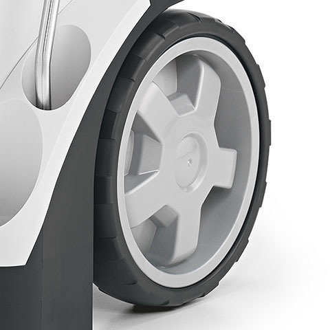 Große Räder im Speichendesign  Breite Räder mit 250mm Durchmesser sorgen für eine verbesserte Mobilität und Laufruhe. Dies ist auf rauhen Böden oder im unebenen Geände sehr vorteilhaft.