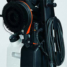 Zubehörhalter: Düsen, Strahlrohre, Schlauch sowie weiteres, serienmäßiges Zubehör finden am praktischen Zubehörhalter bequem ihren Platz. (Abb. ähnlich)