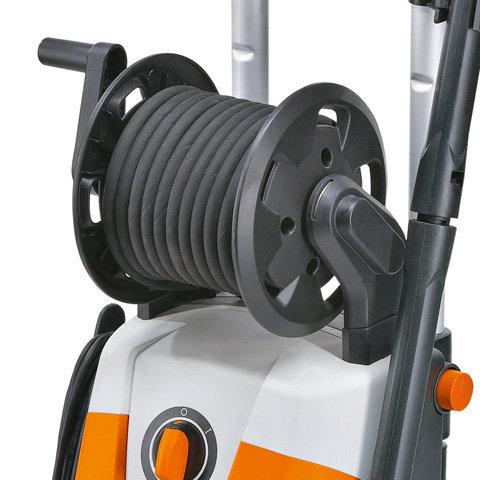 Integrierte Schlauchtrommel  Für die ordentliche Unterbringung des Schlauchs.